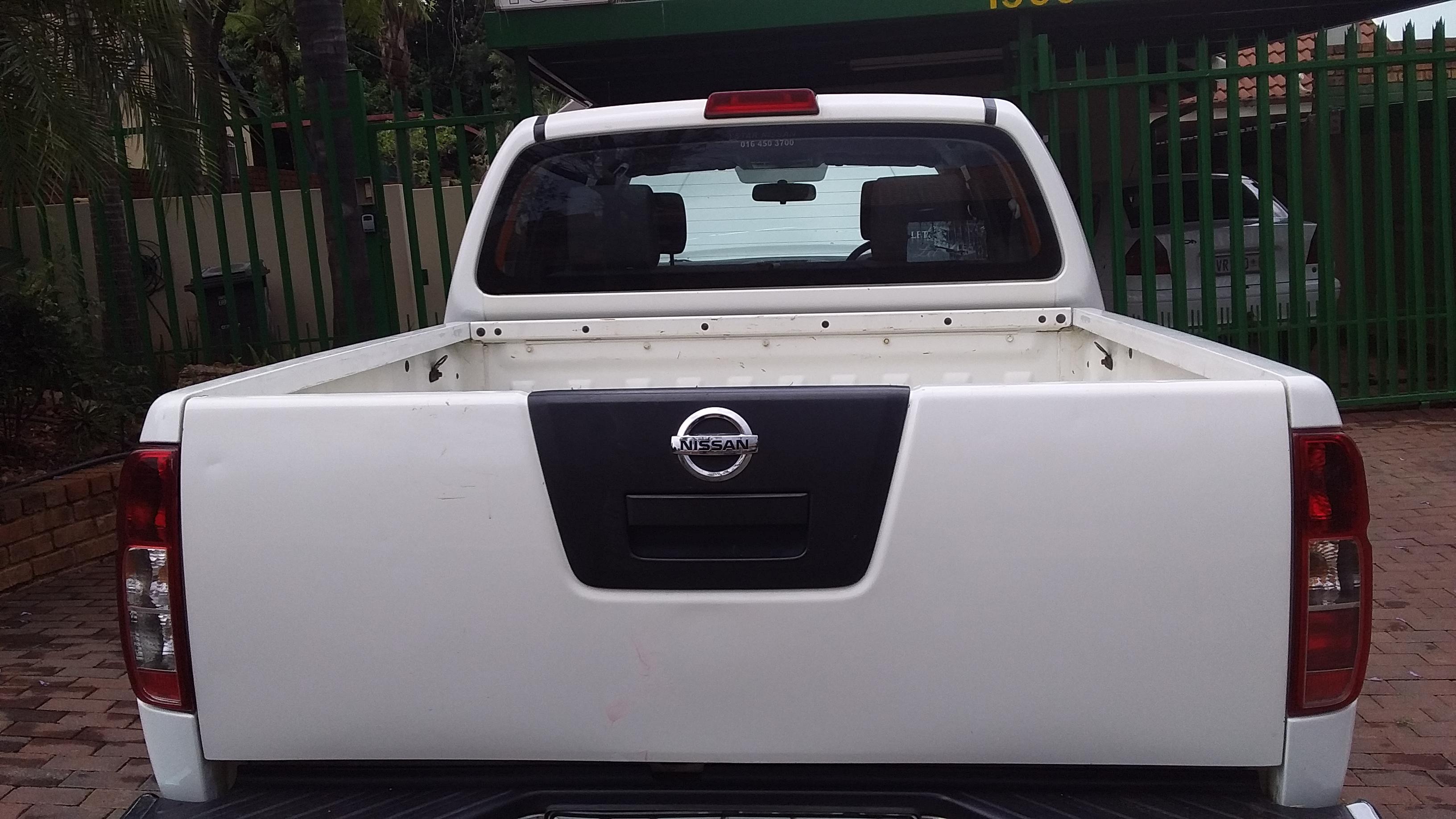 2014 Nissan Navara double cab bakkie with diesel 2 5 6 Speed
